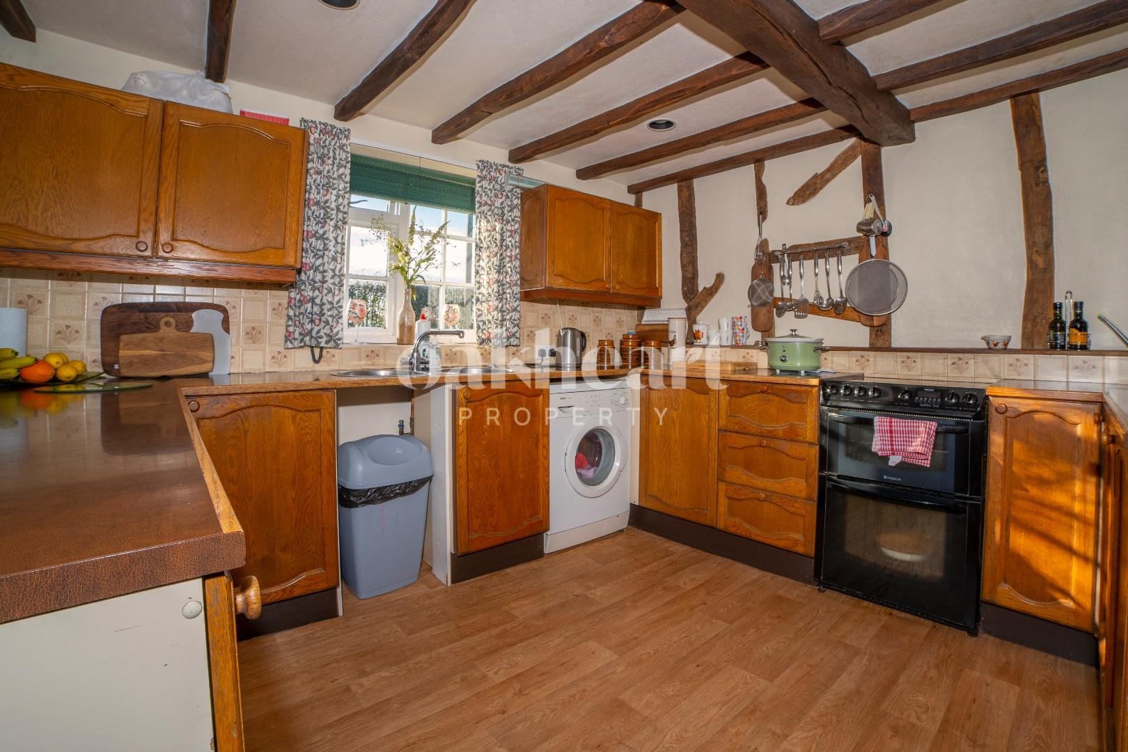 5. Kitchen 1.jpg